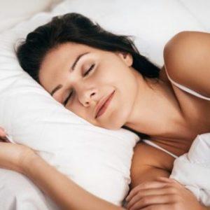 Come tenere i capelli di notte mentre dormi