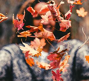 Capelli rossi e ramati: ispirazioni dalle calde sfumature d'autunno